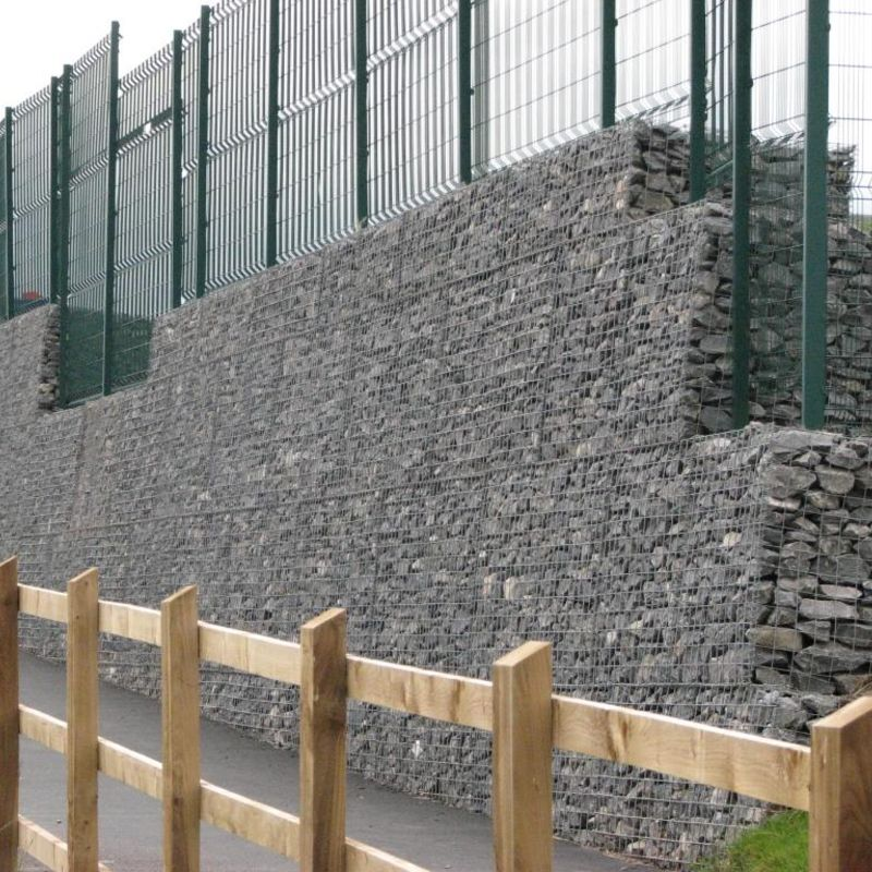 gabion-wall-installed-with-fencing