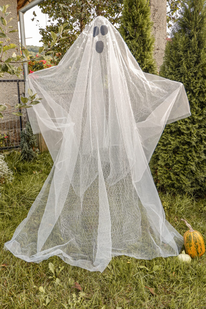chicken-wire-ghost-figure-with-tulle-fabric